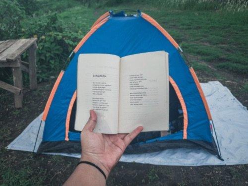 Tent with a tarp groundsheet